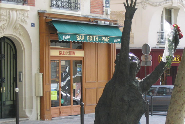 Estatua de Edith Piaf en Paris