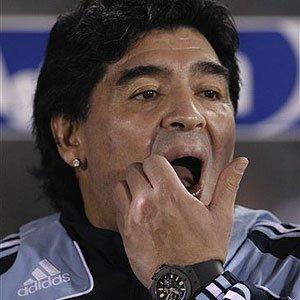 Maradona preocupado por el rendimiento de su equipo