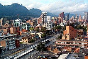 La temperatura en Bogotá es muy diferente a la de nuestro país por estar  ubicada entre montañas que sirven como barrera natural que restringe el  flujo de ... c59c81cdbd5