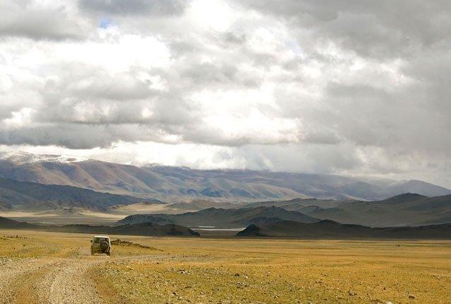 coche en el desierto de Gobi