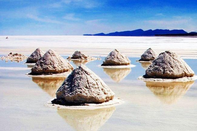 El mayor desierto de sal del mundo esta en Bolivia