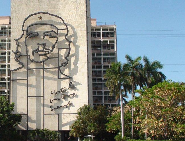 Imagen de El CHE en edificio de La Habana, Cuba