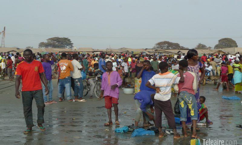 Al final del día parece que toda la población de Gambia se concentre en Tanji para ver salir el pescado