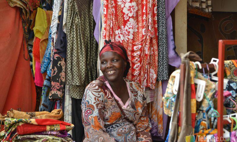 Sonrisa en el mercado Albert de Banjul