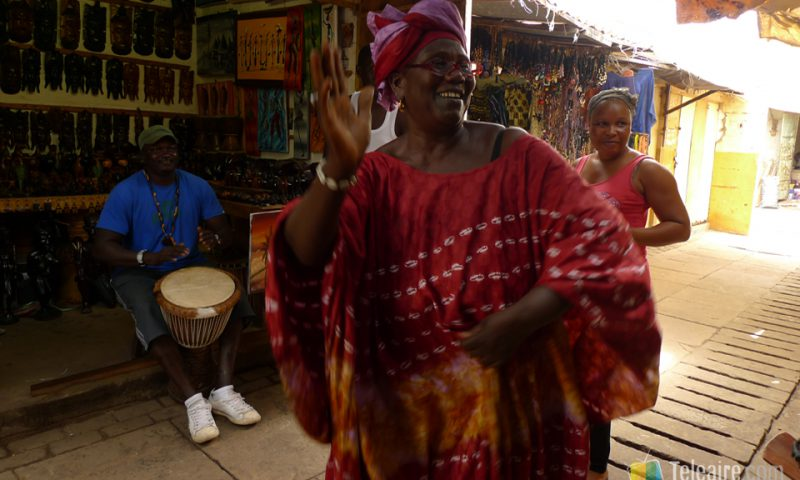 Es fácil arrancarse a bailar en el mercado Albert