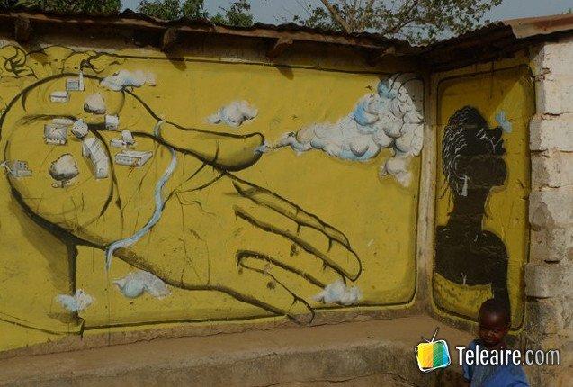 Arte en las casas de Gambia