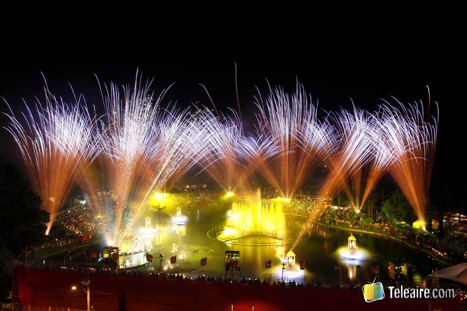 Por las noches hay otro espectáculo de luces y agua llamado Natal Luz