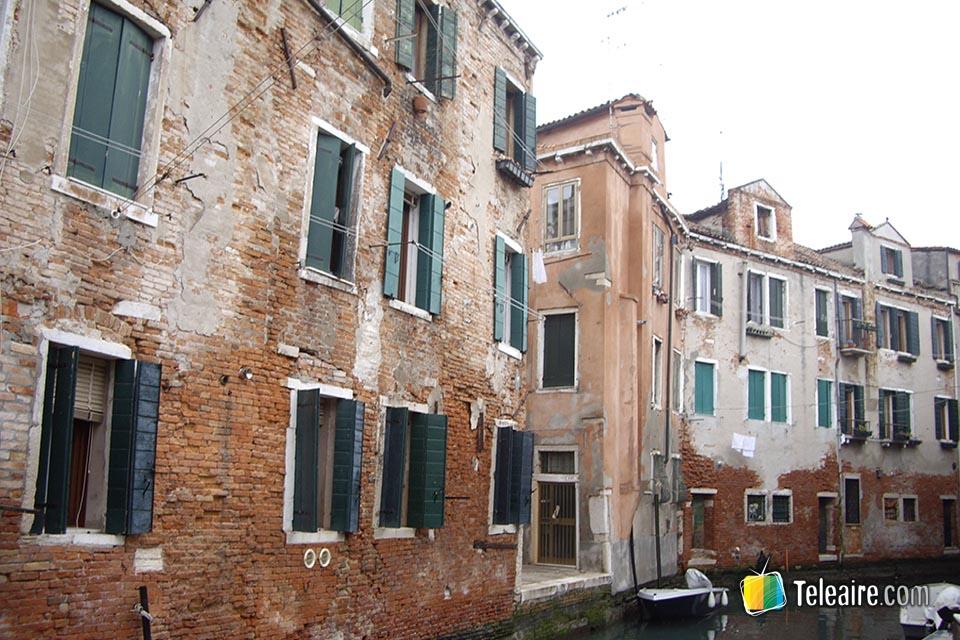 Venecia tiene mucho de decrépito y aún más de mágico