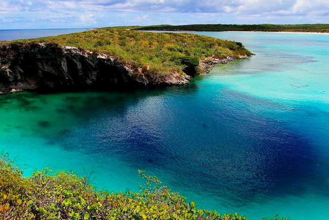 blue-hole-bahamas