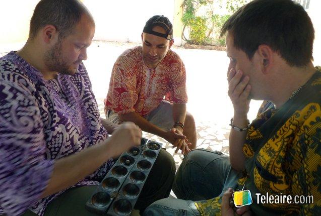 Jugando al Wuri en Gambia