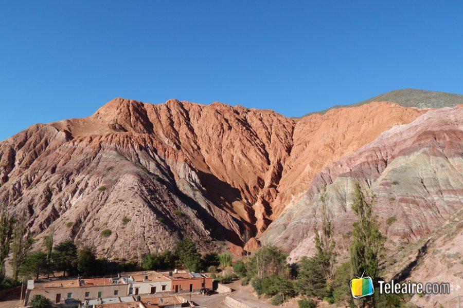 Amanecer en el cerro de los 7 colores, en Purmamarca