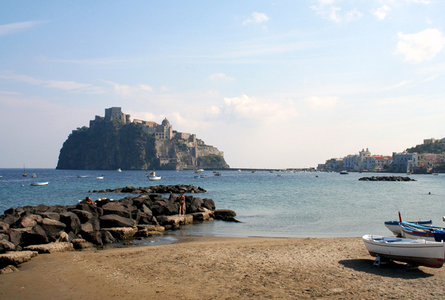 Castillo Aragonese un ejemplar medieval en el Mediterraneo