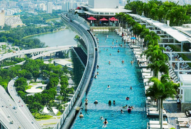Piscina infinita en el hotel Marina Bay Sands