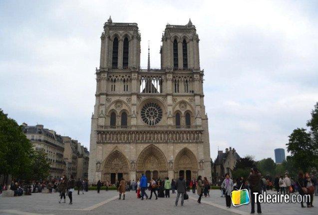 Fachada de la catedral de Notre Dame en Paris