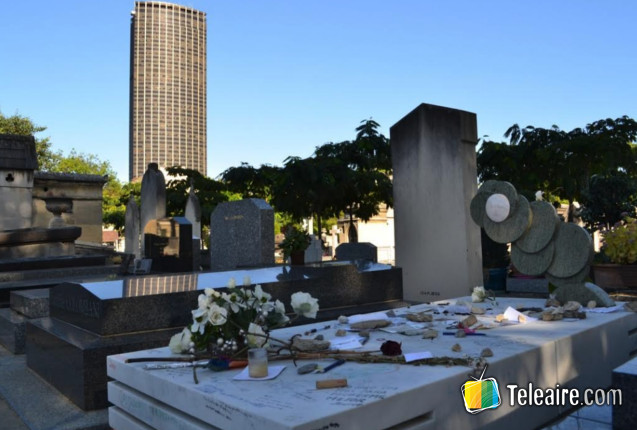 París en bus turístico: parada en la tumba de Julio Cortazar