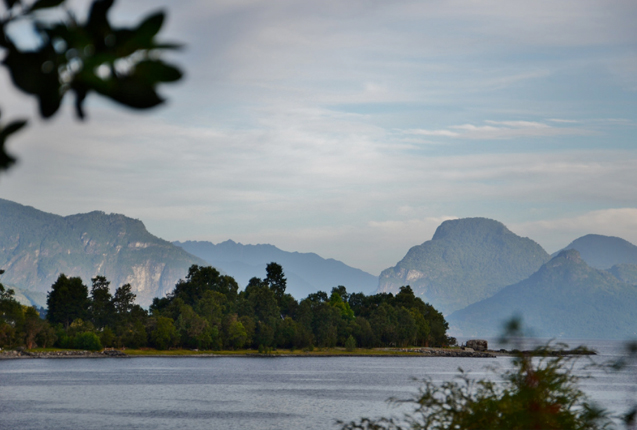Paisaje de la costa del Lago Ranco