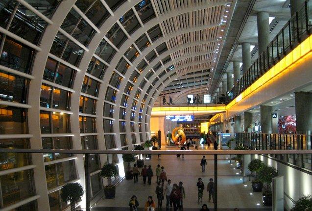 los corredores del aeropuerto de hong kong