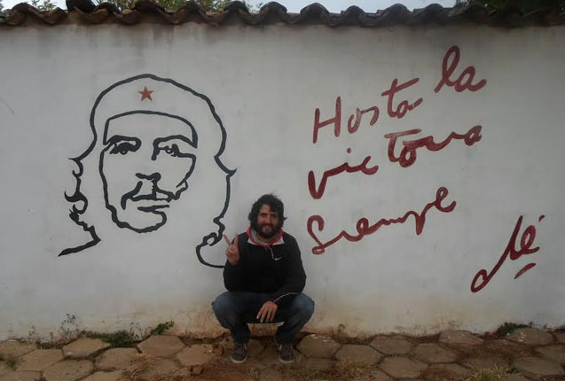 Grafitti en memoria al Che en La Higuera