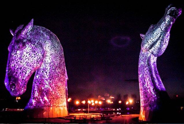 kelpies-de-noche-en-escocia