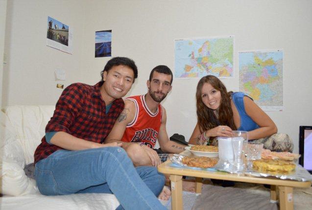 Ale y Manu de Trotamundos haciendo couchsurfing