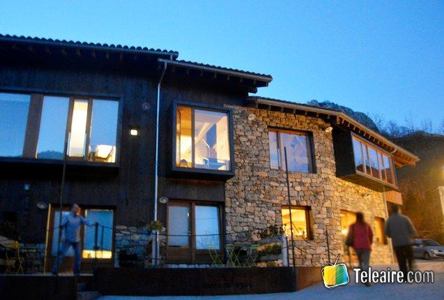 exterior de la fachada de tierra de agua en Asturias