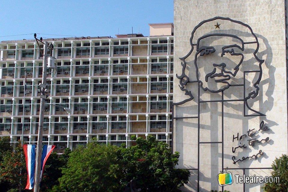 Un ícono es sin duda el Mural del Che, en el edificio del Ministerio del Interior