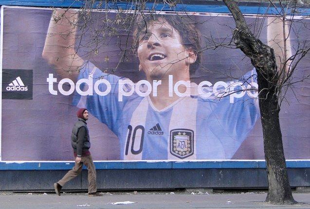 afiches de messi en argentina