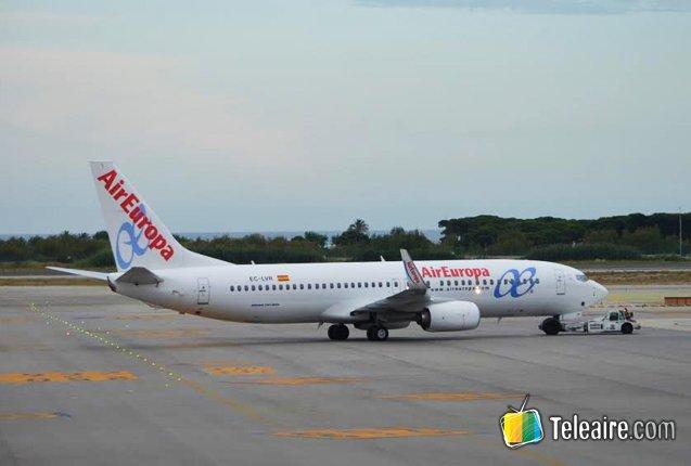 avion de air europa a punto de despegar