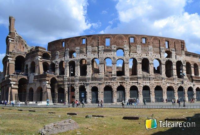 fachada del coliseo romano