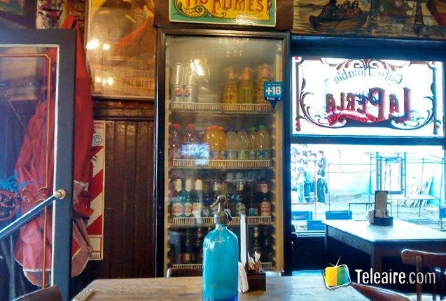 Interior del Bar La Perla en La boca