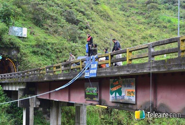 realizando puenting en Ecuador