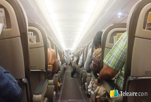 pasajeros en el interior de un avion