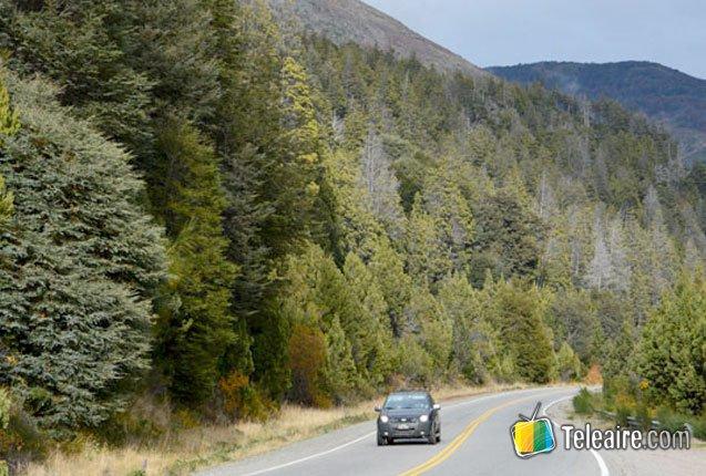 auto en la ruta camino a Chile