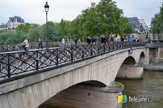 Puente de las Artes-París