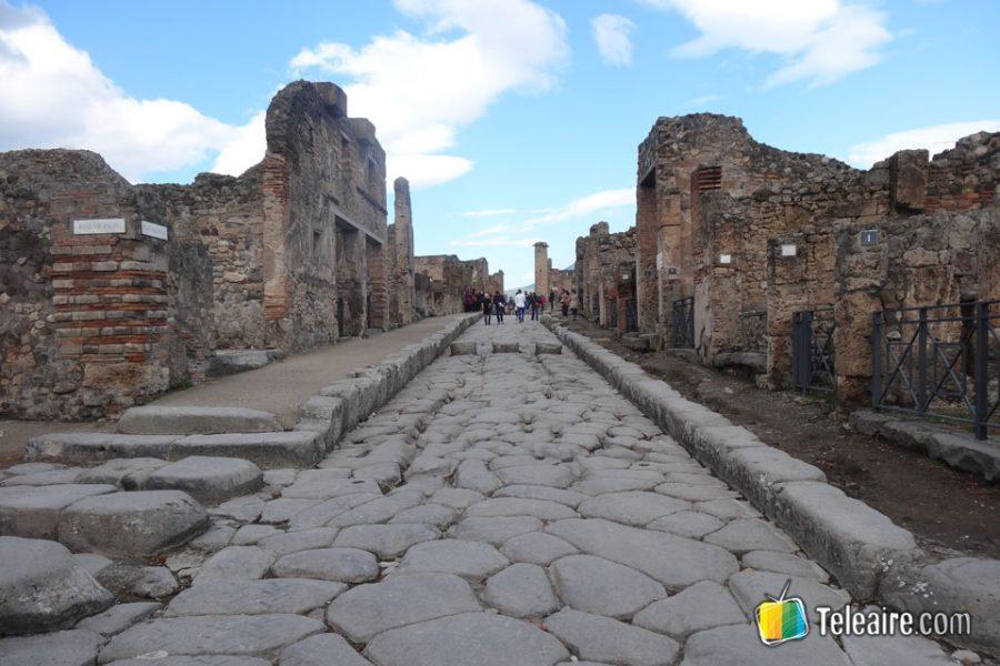 Es inolvidable recorrer una ciudad romana a la que parece que sólo le falta despertar para recuperar su ritmo de antaño