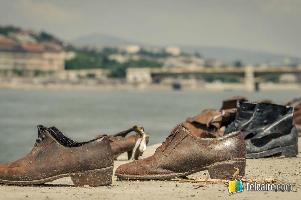 Zapatos del monumento en honor a las víctimas de la segunda guerra mundial