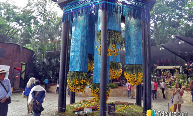Durante la feria en el Jardín Botánico se puede visitar una extensa muestra llamada Orquídeas, Pájaros y Flores.