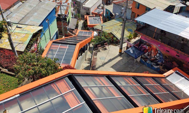 Escaleras mecánicas en la Comuna 13. Es un barrio de Medellín que a través de un trabajo social muy sólido busca dejar atrás su pasado violento relacionado con la guerilla y el narcotráfico.