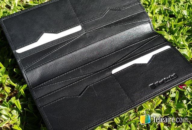 """6f08b3e3a Dentro de sus productos destacamos la cartera o billetera """"Checkbook Wallet"""",  una manera excelente de mantener las tarjetas y dinero organizado y seguro  sin ..."""