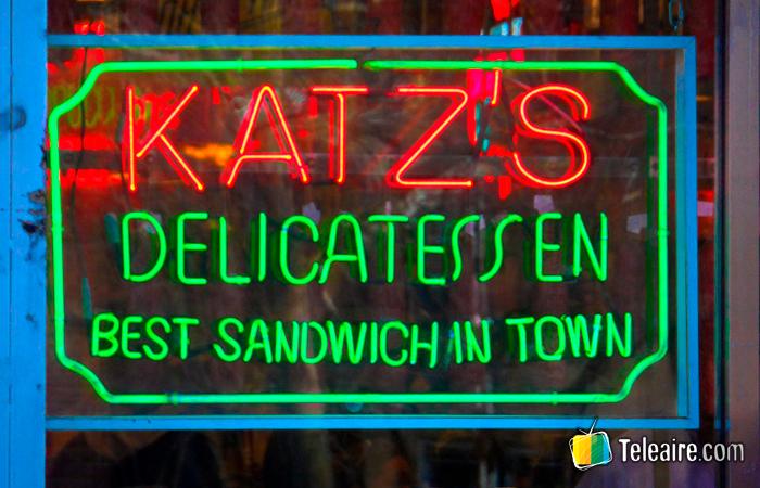 EL Katz's DElicatessen es un típico bar judío neoyorkino