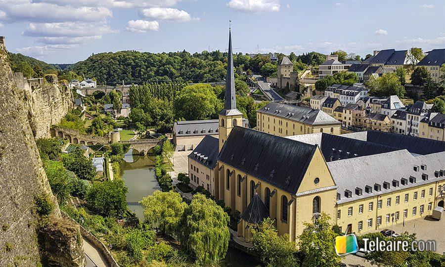 Luxemburgo ciudad: exterior Casemates du Bock y Abadía de Neumünster y Villa Alta