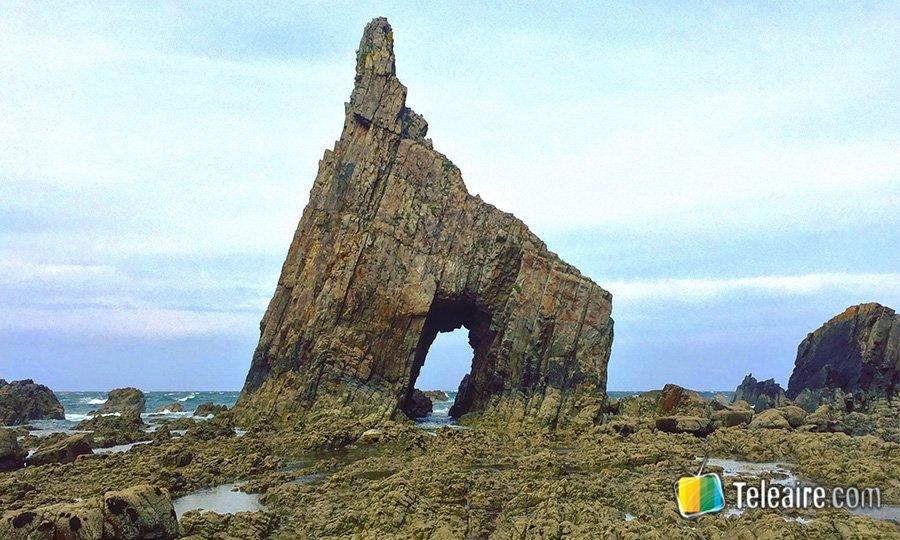 playa-de-campiecho-rocas