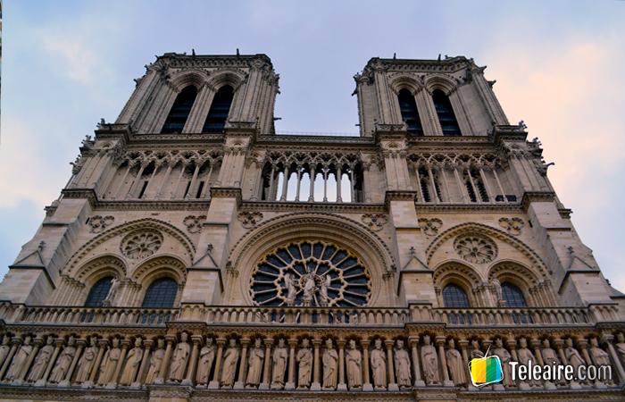 Fachada de la Catedral de Notre Dame en París
