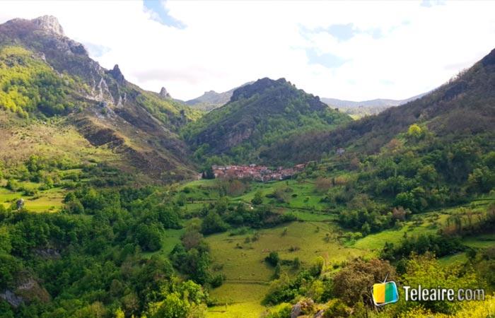Panorámica del Valle de Cucayo y la Hostería Cucayo, Valle de Liébana