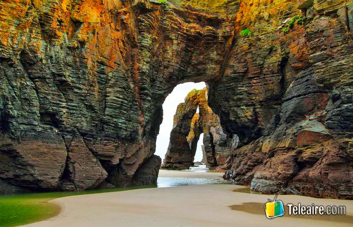 Playa de las Catedrales en Galicia, España