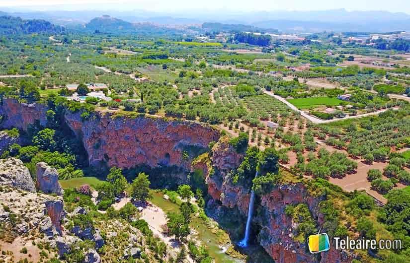 La cascada de la Novia en Navajas, un pueblo con encanto