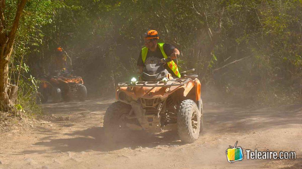 Conducir quad en Emotions Native Park, uno de los parques de la Riviera Maya
